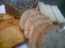 手作りパンも大人気!!